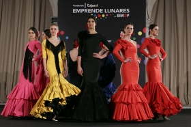 "Desfile de moda flamenca 'Emprende Lunares' en la Fundación Cajasol (26) • <a style=""font-size:0.8em;"" href=""http://www.flickr.com/photos/129072575@N05/32585196336/"" target=""_blank"">View on Flickr</a>"