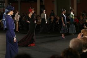 "Desfile de moda flamenca 'Emprende Lunares' en la Fundación Cajasol (22) • <a style=""font-size:0.8em;"" href=""http://www.flickr.com/photos/129072575@N05/31813545413/"" target=""_blank"">View on Flickr</a>"