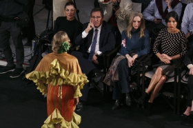 "Desfile de moda flamenca 'Emprende Lunares' en la Fundación Cajasol (12) • <a style=""font-size:0.8em;"" href=""http://www.flickr.com/photos/129072575@N05/32585201106/"" target=""_blank"">View on Flickr</a>"