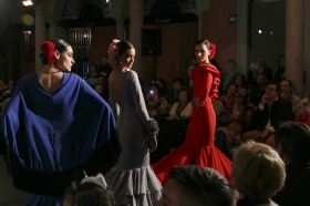 "Desfile de moda flamenca 'Emprende Lunares' en la Fundación Cajasol (23) • <a style=""font-size:0.8em;"" href=""http://www.flickr.com/photos/129072575@N05/32246399810/"" target=""_blank"">View on Flickr</a>"