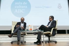 "Aula Cultura ABC de Sevilla: Rafael Santandreu (2) • <a style=""font-size:0.8em;"" href=""http://www.flickr.com/photos/129072575@N05/31637776215/"" target=""_blank"">View on Flickr</a>"