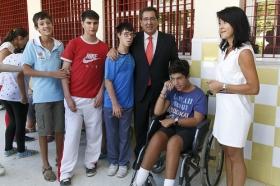 """Visita de la Fundación Cajasol al colegio de Educación Especial de la Macarena (3) • <a style=""""font-size:0.8em;"""" href=""""http://www.flickr.com/photos/129072575@N05/21509070984/"""" target=""""_blank"""">View on Flickr</a>"""
