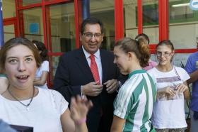 """Visita de la Fundación Cajasol al colegio de Educación Especial de la Macarena (10) • <a style=""""font-size:0.8em;"""" href=""""http://www.flickr.com/photos/129072575@N05/21943741120/"""" target=""""_blank"""">View on Flickr</a>"""