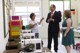 """Visita de la Fundación Cajasol al colegio de Educación Especial de la Macarena (5) • <a style=""""font-size:0.8em;"""" href=""""http://www.flickr.com/photos/129072575@N05/21510791833/"""" target=""""_blank"""">View on Flickr</a>"""