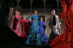 "Desfile de moda flamenca 'Emprende Lunares' en la Fundación Cajasol (24) • <a style=""font-size:0.8em;"" href=""http://www.flickr.com/photos/129072575@N05/32246399970/"" target=""_blank"">View on Flickr</a>"