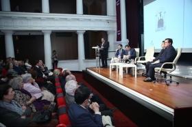"""Presentación del libro del Pregón de Semana Santa de Sevilla 2018 en la Fundación Cajasol (5) • <a style=""""font-size:0.8em;"""" href=""""http://www.flickr.com/photos/129072575@N05/40864666152/"""" target=""""_blank"""">View on Flickr</a>"""