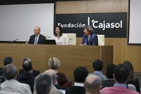 """Presentación del 'Plan Reactiva Tu Club' en la Fundación Cajasol (11) • <a style=""""font-size:0.8em;"""" href=""""http://www.flickr.com/photos/129072575@N05/41362772461/"""" target=""""_blank"""">View on Flickr</a>"""