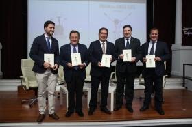 """Presentación del libro del Pregón de Semana Santa de Sevilla 2018 en la Fundación Cajasol • <a style=""""font-size:0.8em;"""" href=""""http://www.flickr.com/photos/129072575@N05/40864665852/"""" target=""""_blank"""">View on Flickr</a>"""