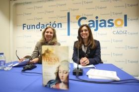 """Presentación del libro 'Teresa. La mujer' en la Fundación Cajasol (Cádiz) (7) • <a style=""""font-size:0.8em;"""" href=""""http://www.flickr.com/photos/129072575@N05/24849334660/"""" target=""""_blank"""">View on Flickr</a>"""
