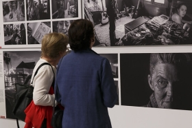 "Exposición 'World Press Photo 2016' en la Fundación Cajasol (Sevilla) (2) • <a style=""font-size:0.8em;"" href=""http://www.flickr.com/photos/129072575@N05/26067847953/"" target=""_blank"">View on Flickr</a>"