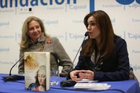 """Presentación del libro 'Teresa. La mujer' en la Fundación Cajasol (Cádiz) (4) • <a style=""""font-size:0.8em;"""" href=""""http://www.flickr.com/photos/129072575@N05/24518148543/"""" target=""""_blank"""">View on Flickr</a>"""