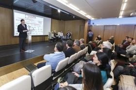 """Conferencia de Inger Enkvist en la Fundación Cajasol (Sevilla) (6) • <a style=""""font-size:0.8em;"""" href=""""http://www.flickr.com/photos/129072575@N05/24535093222/"""" target=""""_blank"""">View on Flickr</a>"""