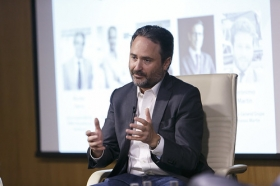 "Conferencia de Francois Nuyts en la Fundación Cajasol (9) • <a style=""font-size:0.8em;"" href=""http://www.flickr.com/photos/129072575@N05/26706153065/"" target=""_blank"">View on Flickr</a>"