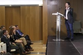 "Conferencia de Francois Nuyts en la Fundación Cajasol (15) • <a style=""font-size:0.8em;"" href=""http://www.flickr.com/photos/129072575@N05/26706153285/"" target=""_blank"">View on Flickr</a>"
