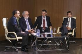 "Conferencia de Miguel Arias Cañete en la Fundación Cajasol (8) • <a style=""font-size:0.8em;"" href=""http://www.flickr.com/photos/129072575@N05/24514411652/"" target=""_blank"">View on Flickr</a>"