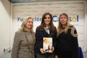 """Presentación del libro 'Teresa. La mujer' en la Fundación Cajasol (Cádiz) (9) • <a style=""""font-size:0.8em;"""" href=""""http://www.flickr.com/photos/129072575@N05/25118655966/"""" target=""""_blank"""">View on Flickr</a>"""