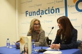 """Presentación del libro 'Teresa. La mujer' en la Fundación Cajasol (Cádiz) (5) • <a style=""""font-size:0.8em;"""" href=""""http://www.flickr.com/photos/129072575@N05/25145005375/"""" target=""""_blank"""">View on Flickr</a>"""
