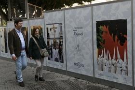 "III Muestra de Vinilos de la Semana Santa Sevillana de la Fundación Cajasol (6) • <a style=""font-size:0.8em;"" href=""http://www.flickr.com/photos/129072575@N05/25928827365/"" target=""_blank"">View on Flickr</a>"