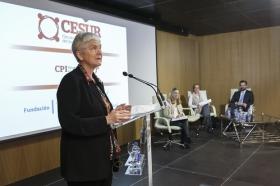 """Conferencia de Inger Enkvist en la Fundación Cajasol (Sevilla) (4) • <a style=""""font-size:0.8em;"""" href=""""http://www.flickr.com/photos/129072575@N05/24275717919/"""" target=""""_blank"""">View on Flickr</a>"""