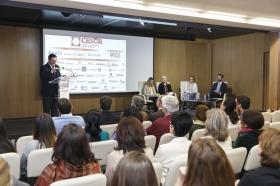 """Conferencia de Inger Enkvist en la Fundación Cajasol (Sevilla) (10) • <a style=""""font-size:0.8em;"""" href=""""http://www.flickr.com/photos/129072575@N05/24561265641/"""" target=""""_blank"""">View on Flickr</a>"""