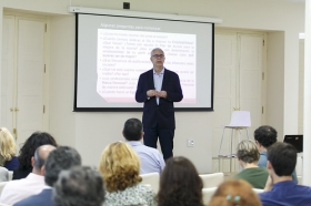 "Fundación Cajasol en un Tuit: Alfredo Vela (8) • <a style=""font-size:0.8em;"" href=""http://www.flickr.com/photos/129072575@N05/41958251555/"" target=""_blank"">View on Flickr</a>"