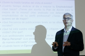 "Fundación Cajasol en un Tuit: Alfredo Vela (9) • <a style=""font-size:0.8em;"" href=""http://www.flickr.com/photos/129072575@N05/41958251815/"" target=""_blank"">View on Flickr</a>"