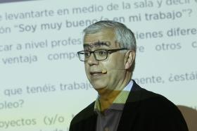 "Fundación Cajasol en un Tuit: Alfredo Vela (6) • <a style=""font-size:0.8em;"" href=""http://www.flickr.com/photos/129072575@N05/41958251185/"" target=""_blank"">View on Flickr</a>"