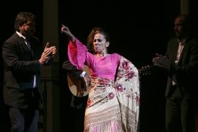 "Jueves Flamencos de la Fundación Cajasol: Isabel Bayón (48) • <a style=""font-size:0.8em;"" href=""http://www.flickr.com/photos/129072575@N05/34611956295/"" target=""_blank"">View on Flickr</a>"