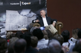 "Letras en Sevilla: Arturo Pérez-Reverte (22) • <a style=""font-size:0.8em;"" href=""http://www.flickr.com/photos/129072575@N05/34528157312/"" target=""_blank"">View on Flickr</a>"