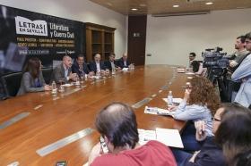 """Presentación de 'Letras en Sevilla' en la Fundación Cajasol (13) • <a style=""""font-size:0.8em;"""" href=""""http://www.flickr.com/photos/129072575@N05/34611740145/"""" target=""""_blank"""">View on Flickr</a>"""