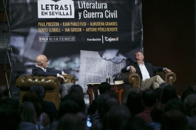 "Letras en Sevilla: Arturo Pérez-Reverte (2) • <a style=""font-size:0.8em;"" href=""http://www.flickr.com/photos/129072575@N05/34689908675/"" target=""_blank"">View on Flickr</a>"