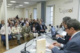 """Presentación del libro 'Pepe Luis Vázquez, torero de culto', obra de Carlos Crivell y Antonio Lorca (7) • <a style=""""font-size:0.8em;"""" href=""""http://www.flickr.com/photos/129072575@N05/33475797884/"""" target=""""_blank"""">View on Flickr</a>"""