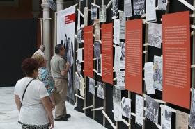 """Exposición 'El compromiso de un pueblo. 50 años de Teatro Lebrijano' en la Fundación Cajasol (5) • <a style=""""font-size:0.8em;"""" href=""""http://www.flickr.com/photos/129072575@N05/34748763461/"""" target=""""_blank"""">View on Flickr</a>"""
