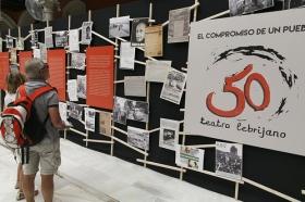"""Exposición 'El compromiso de un pueblo. 50 años de Teatro Lebrijano' en la Fundación Cajasol • <a style=""""font-size:0.8em;"""" href=""""http://www.flickr.com/photos/129072575@N05/34748762791/"""" target=""""_blank"""">View on Flickr</a>"""