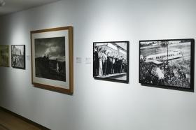 """Exposición ¡¿Éramos tan modernos?! en la Sala Murillo de la Fundación Cajasol • <a style=""""font-size:0.8em;"""" href=""""http://www.flickr.com/photos/129072575@N05/35063971803/"""" target=""""_blank"""">View on Flickr</a>"""