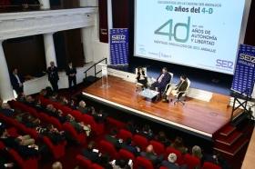 """Encuentros de la SER 40 años del 4-D en la Fundación Cajasol: Soraya Sáenz de Santa María y Juan Manuel Moreno (3) • <a style=""""font-size:0.8em;"""" href=""""http://www.flickr.com/photos/129072575@N05/38483274866/"""" target=""""_blank"""">View on Flickr</a>"""