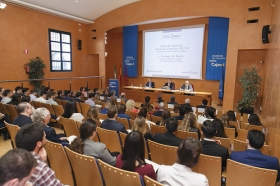 """Apertura del curso 2017/18 en el Instituto de Estudios Cajasol (27) • <a style=""""font-size:0.8em;"""" href=""""http://www.flickr.com/photos/129072575@N05/26506068949/"""" target=""""_blank"""">View on Flickr</a>"""