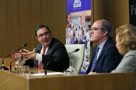 "Conferencia de Ángel Gabilondo en la Fundación Cajasol (3) • <a style=""font-size:0.8em;"" href=""http://www.flickr.com/photos/129072575@N05/24972586588/"" target=""_blank"">View on Flickr</a>"