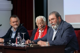 "Conferencia del Padre Ángel en la Fundación Cajasol (12) • <a style=""font-size:0.8em;"" href=""http://www.flickr.com/photos/129072575@N05/38385082156/"" target=""_blank"">View on Flickr</a>"