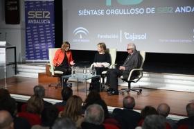 """Los Encuentros de la SER '40 años del 4-D': Susana Díaz y Rafael Escuredo (9) • <a style=""""font-size:0.8em;"""" href=""""http://www.flickr.com/photos/129072575@N05/37940532715/"""" target=""""_blank"""">View on Flickr</a>"""