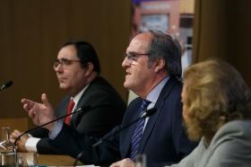 "Conferencia de Ángel Gabilondo en la Fundación Cajasol (4) • <a style=""font-size:0.8em;"" href=""http://www.flickr.com/photos/129072575@N05/38129090844/"" target=""_blank"">View on Flickr</a>"