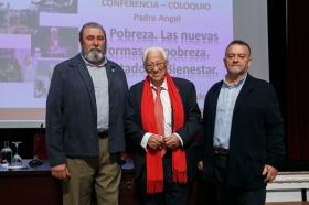 "Conferencia del Padre Ángel en la Fundación Cajasol • <a style=""font-size:0.8em;"" href=""http://www.flickr.com/photos/129072575@N05/38385078576/"" target=""_blank"">View on Flickr</a>"