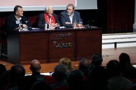 "Conferencia del Padre Ángel en la Fundación Cajasol (5) • <a style=""font-size:0.8em;"" href=""http://www.flickr.com/photos/129072575@N05/38385079876/"" target=""_blank"">View on Flickr</a>"
