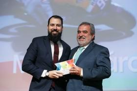 """Entrega de los I Premios DEX en la Fundación Cajasol (16) • <a style=""""font-size:0.8em;"""" href=""""http://www.flickr.com/photos/129072575@N05/38165221915/"""" target=""""_blank"""">View on Flickr</a>"""