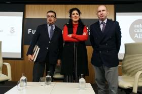 "Aula de Cultura ABC de Sevilla: Eva Pérez y Benito Navarrete (13) • <a style=""font-size:0.8em;"" href=""http://www.flickr.com/photos/129072575@N05/25132402408/"" target=""_blank"">View on Flickr</a>"