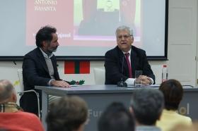 """Conferencia de Antonio Basanta 'Las claves ocultas del Belén' en la Fundación Cajasol (9) • <a style=""""font-size:0.8em;"""" href=""""http://www.flickr.com/photos/129072575@N05/38185623335/"""" target=""""_blank"""">View on Flickr</a>"""