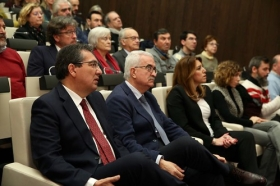 """Presentación del documental 'Un ideal andaluz' (9) • <a style=""""font-size:0.8em;"""" href=""""http://www.flickr.com/photos/129072575@N05/38993470274/"""" target=""""_blank"""">View on Flickr</a>"""