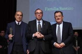 """Entrega de los Premios Gota a Gota de Pasión 2018 en la Fundación Cajasol (5) • <a style=""""font-size:0.8em;"""" href=""""http://www.flickr.com/photos/129072575@N05/40752850512/"""" target=""""_blank"""">View on Flickr</a>"""