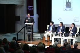 """Presentación del libro del Pregón de Semana Santa de Sevilla 2018 en la Fundación Cajasol (10) • <a style=""""font-size:0.8em;"""" href=""""http://www.flickr.com/photos/129072575@N05/39096962210/"""" target=""""_blank"""">View on Flickr</a>"""