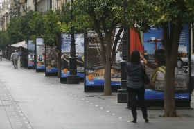 """Exposición 'Como el Puerto de Sevilla, ninguno', en la Avenida de la Constitución (7) • <a style=""""font-size:0.8em;"""" href=""""http://www.flickr.com/photos/129072575@N05/29889682470/"""" target=""""_blank"""">View on Flickr</a>"""